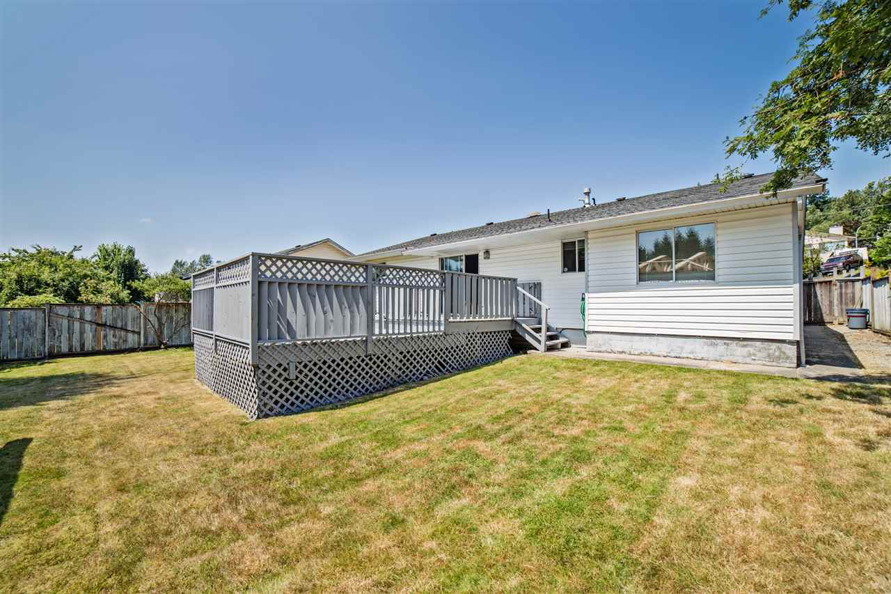 Detached at 32496 14TH AVENUE, Mission, British Columbia. Image 3