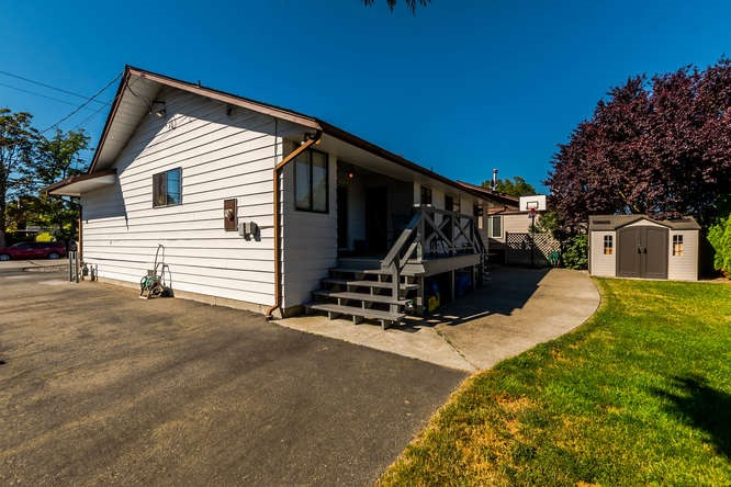 Detached at 5274 WESTMINSTER AVENUE, Ladner, British Columbia. Image 2
