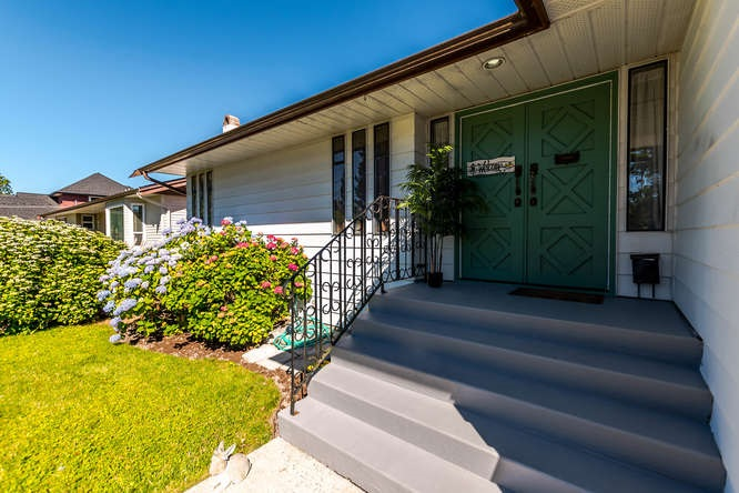 Detached at 5274 WESTMINSTER AVENUE, Ladner, British Columbia. Image 3