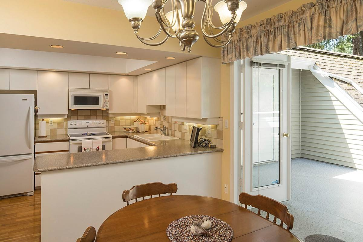 Condo Apartment at 301 3399 CAPILANO CRESCENT, Unit 301, North Vancouver, British Columbia. Image 10