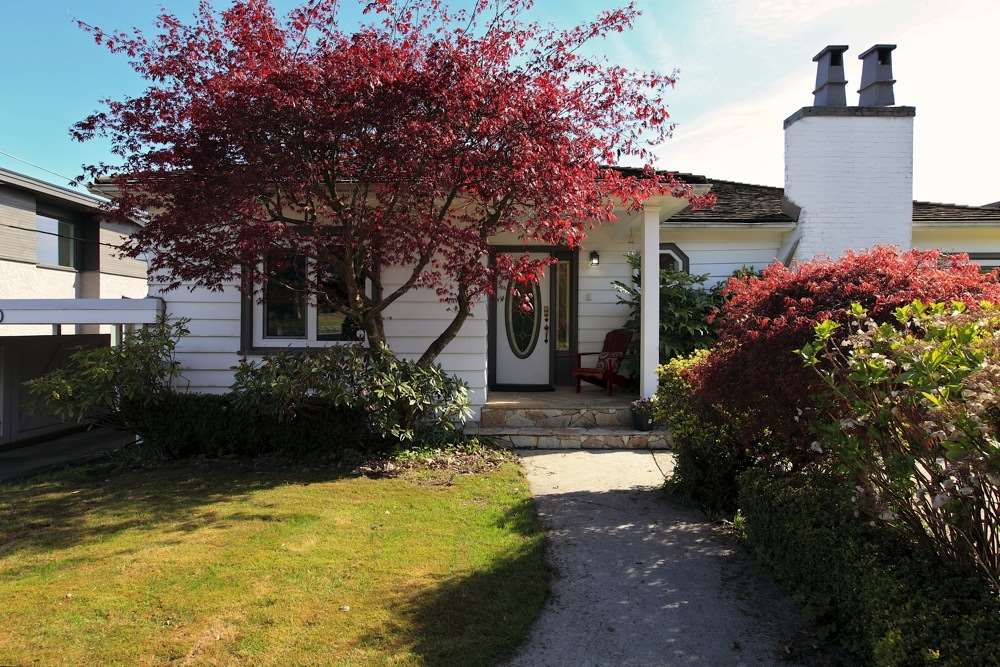 Detached at 1120 PALMERSTON AVENUE, West Vancouver, British Columbia. Image 3