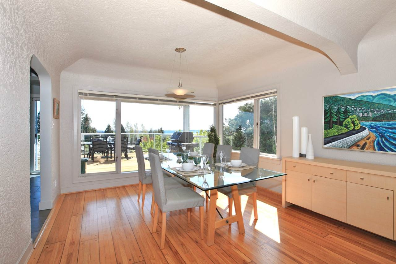 Detached at 1120 PALMERSTON AVENUE, West Vancouver, British Columbia. Image 8