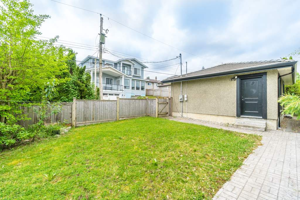 Detached at 4676 BURKE STREET, Burnaby South, British Columbia. Image 16