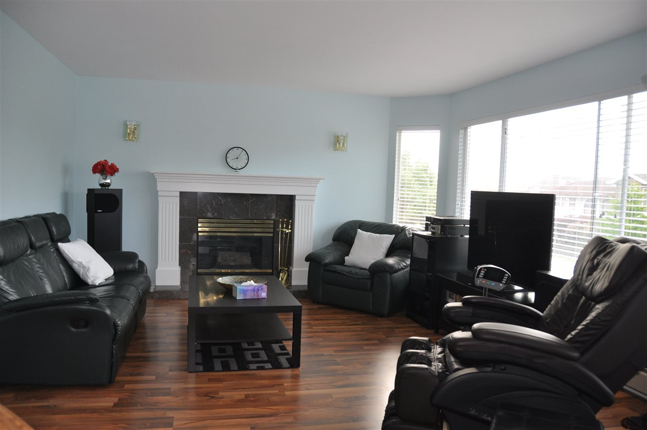 Detached at 4223 OXFORD STREET, Burnaby North, British Columbia. Image 3