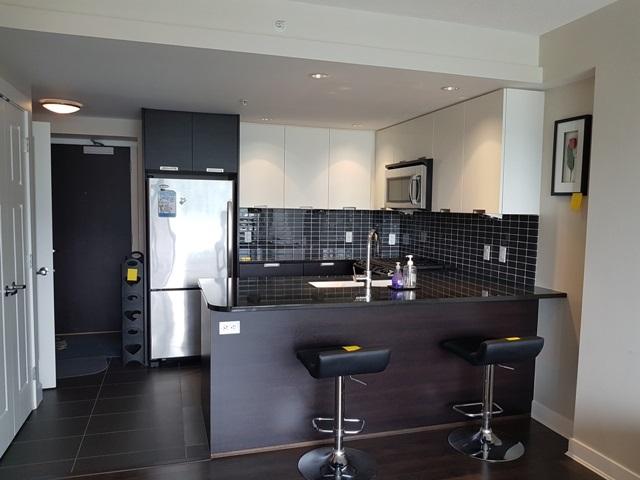 Condo Apartment at 3204 2968 GLEN DRIVE, Unit 3204, Coquitlam, British Columbia. Image 4