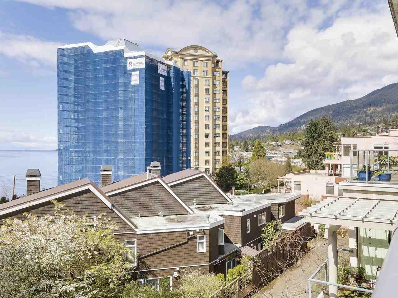 Condo Apartment at 301 2242 MARINE DRIVE, Unit 301, West Vancouver, British Columbia. Image 14