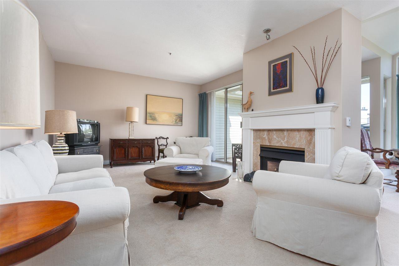 Condo Apartment at PH303 3790 W 7TH AVENUE, Unit PH303, Vancouver West, British Columbia. Image 5