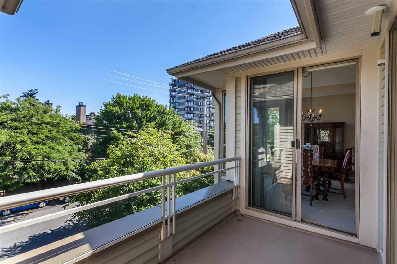 Condo Apartment at PH303 3790 W 7TH AVENUE, Unit PH303, Vancouver West, British Columbia. Image 7