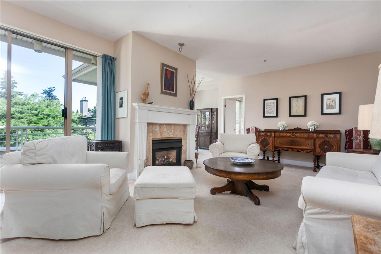 Condo Apartment at PH303 3790 W 7TH AVENUE, Unit PH303, Vancouver West, British Columbia. Image 8
