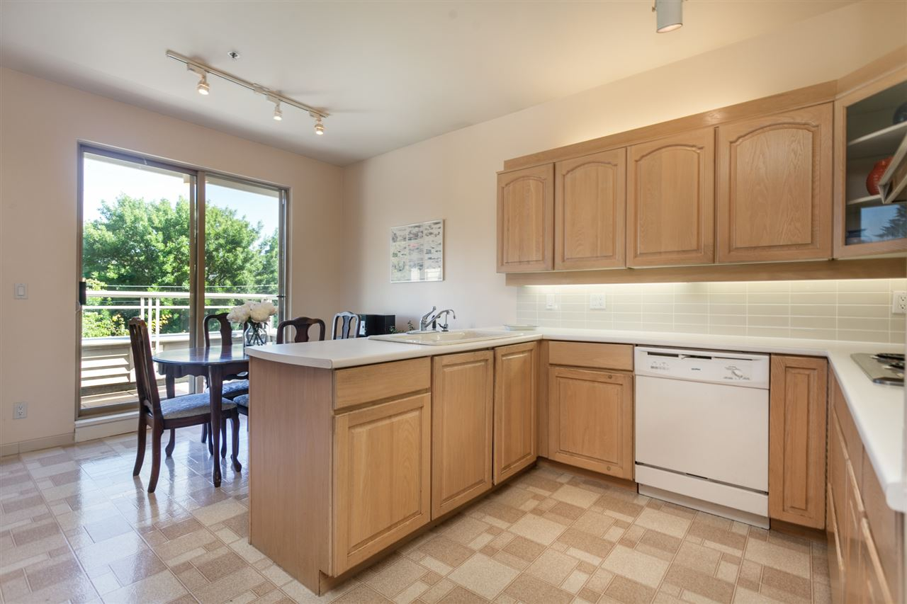 Condo Apartment at PH303 3790 W 7TH AVENUE, Unit PH303, Vancouver West, British Columbia. Image 11