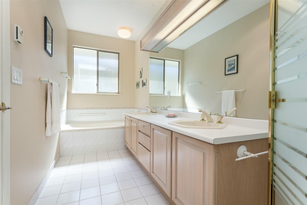 Condo Apartment at PH303 3790 W 7TH AVENUE, Unit PH303, Vancouver West, British Columbia. Image 15