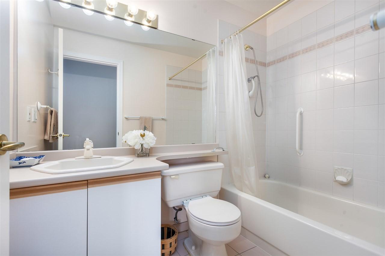 Condo Apartment at PH303 3790 W 7TH AVENUE, Unit PH303, Vancouver West, British Columbia. Image 18