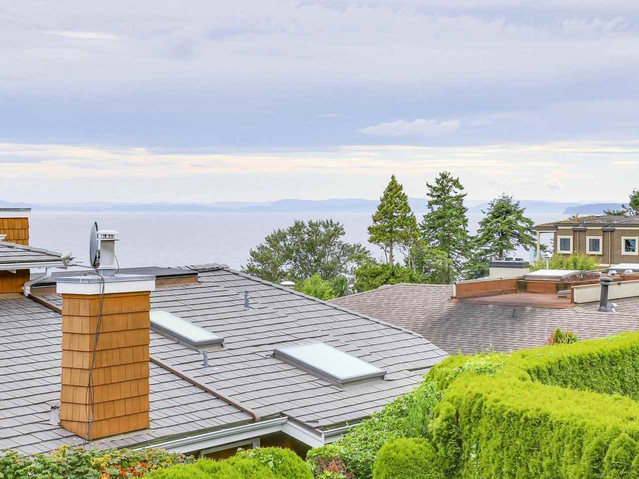 Detached at 1325 132B STREET, South Surrey White Rock, British Columbia. Image 11