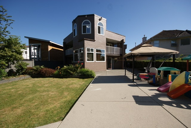 Detached at 9431 PATTERSON ROAD, Richmond, British Columbia. Image 19