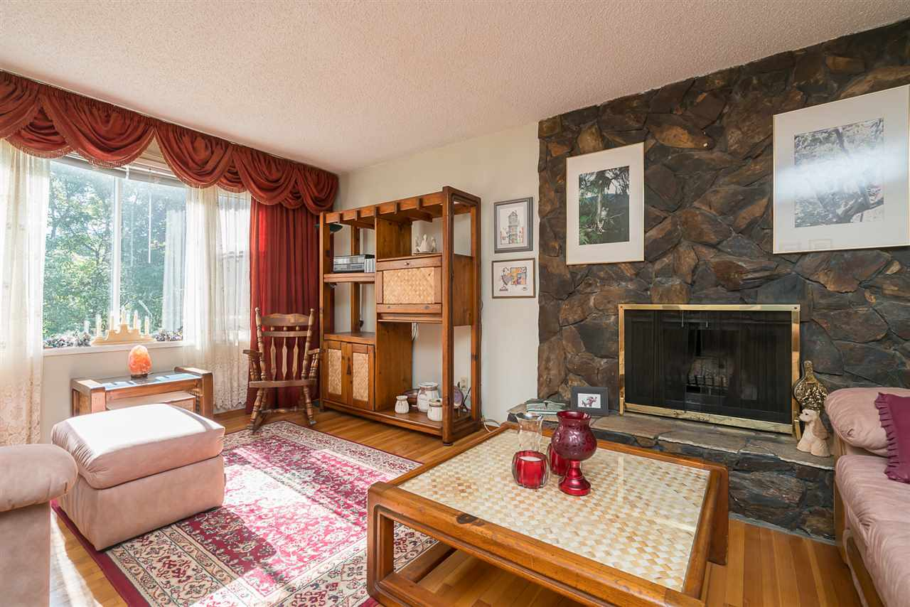 Detached at 830 RAMONA PLACE, Harrison Hot Springs, British Columbia. Image 3