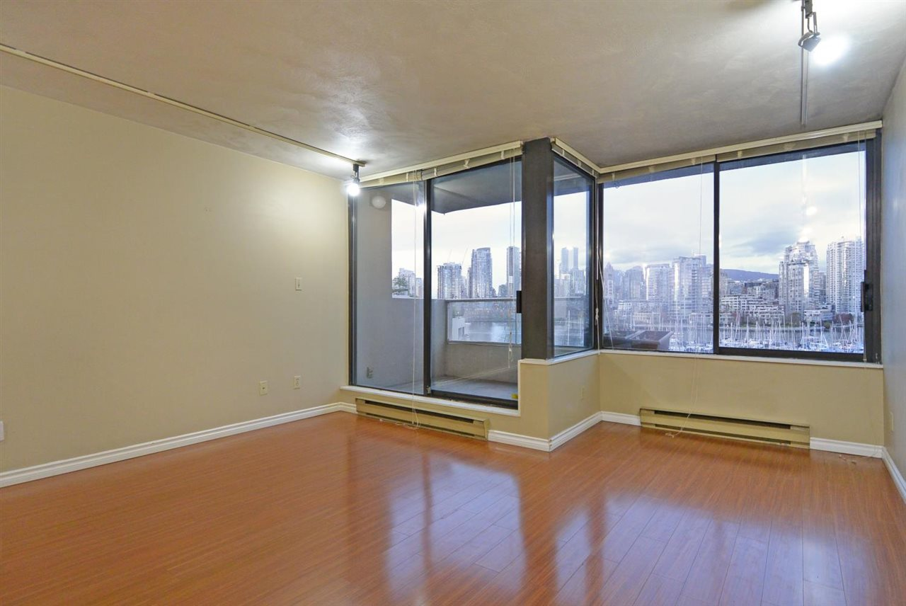 Condo Apartment at 523 666 LEG IN BOOT SQUARE, Unit 523, Vancouver West, British Columbia. Image 6