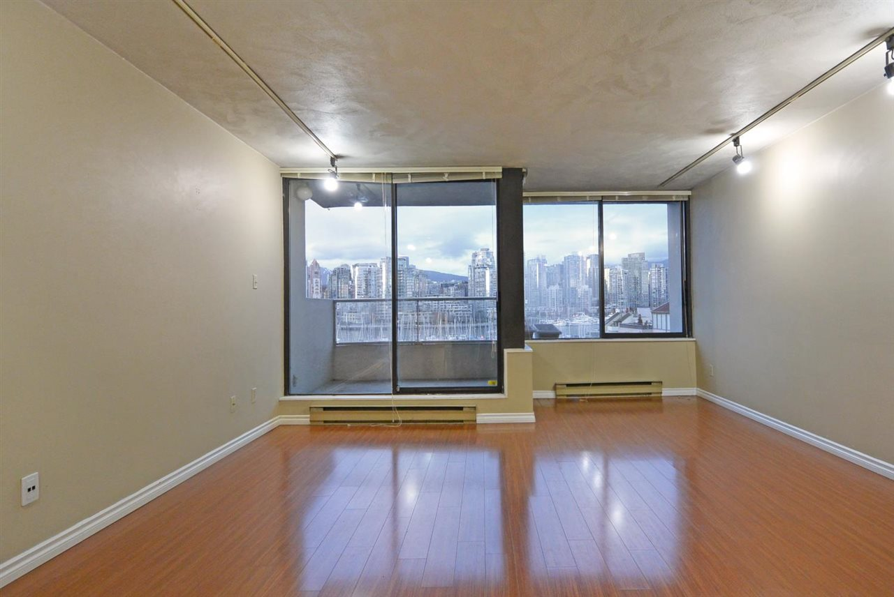 Condo Apartment at 523 666 LEG IN BOOT SQUARE, Unit 523, Vancouver West, British Columbia. Image 7