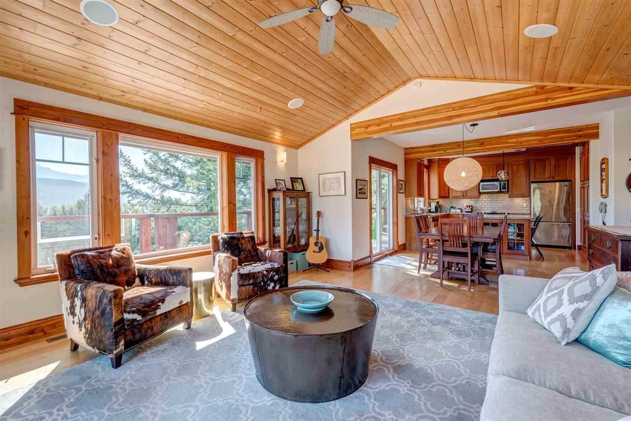 Detached at 7453 BEECHWOOD DRIVE, Pemberton, British Columbia. Image 2