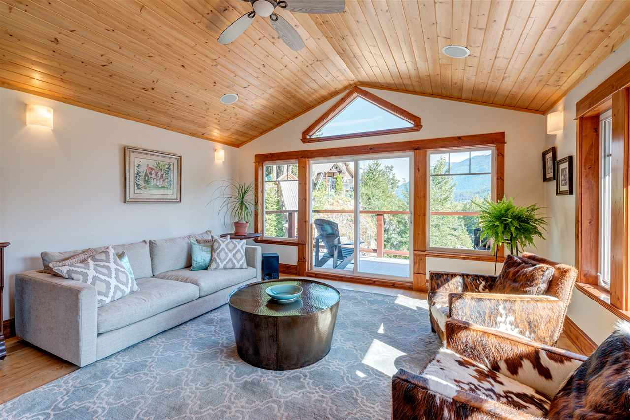 Detached at 7453 BEECHWOOD DRIVE, Pemberton, British Columbia. Image 3