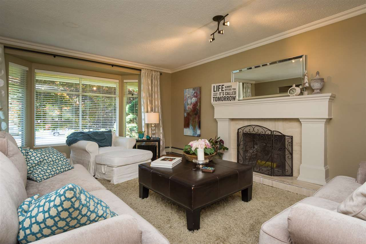 Detached at 13153 15TH AVENUE, South Surrey White Rock, British Columbia. Image 2