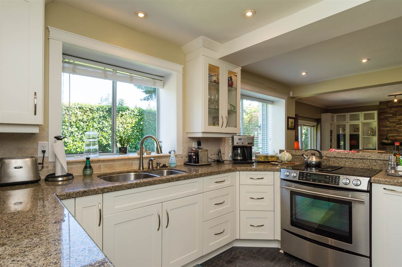 Detached at 13153 15TH AVENUE, South Surrey White Rock, British Columbia. Image 5