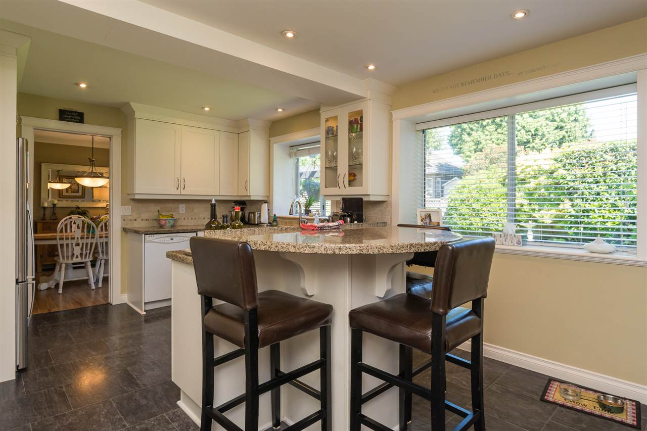 Detached at 13153 15TH AVENUE, South Surrey White Rock, British Columbia. Image 8