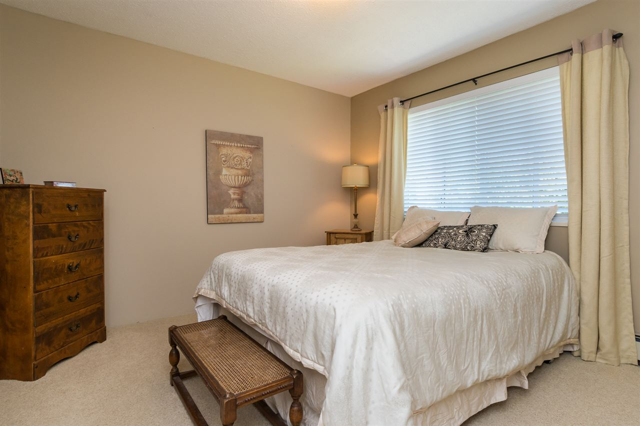 Detached at 13153 15TH AVENUE, South Surrey White Rock, British Columbia. Image 13