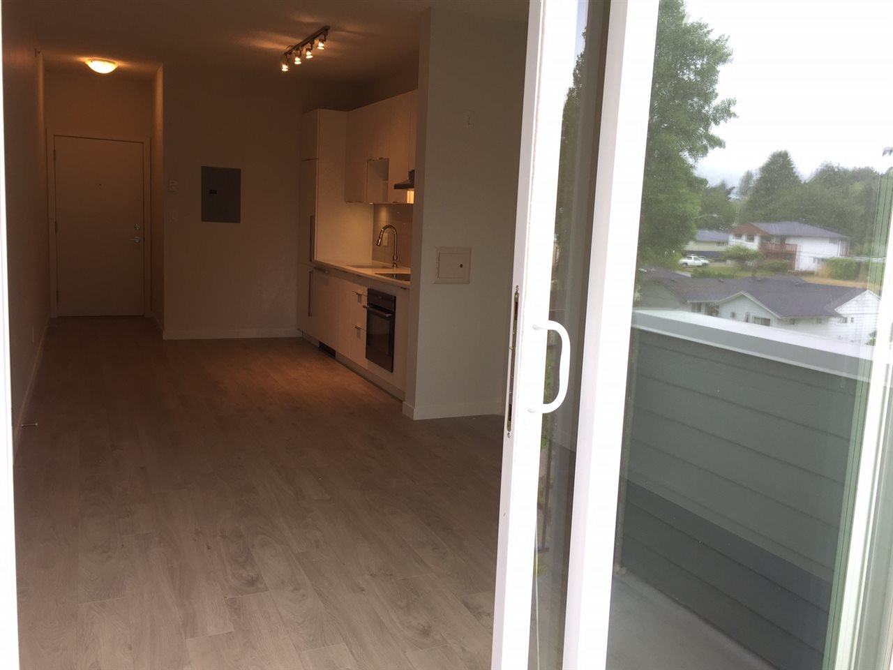 Condo Apartment at 410 13678 GROSVENOR ROAD, Unit 410, North Surrey, British Columbia. Image 9
