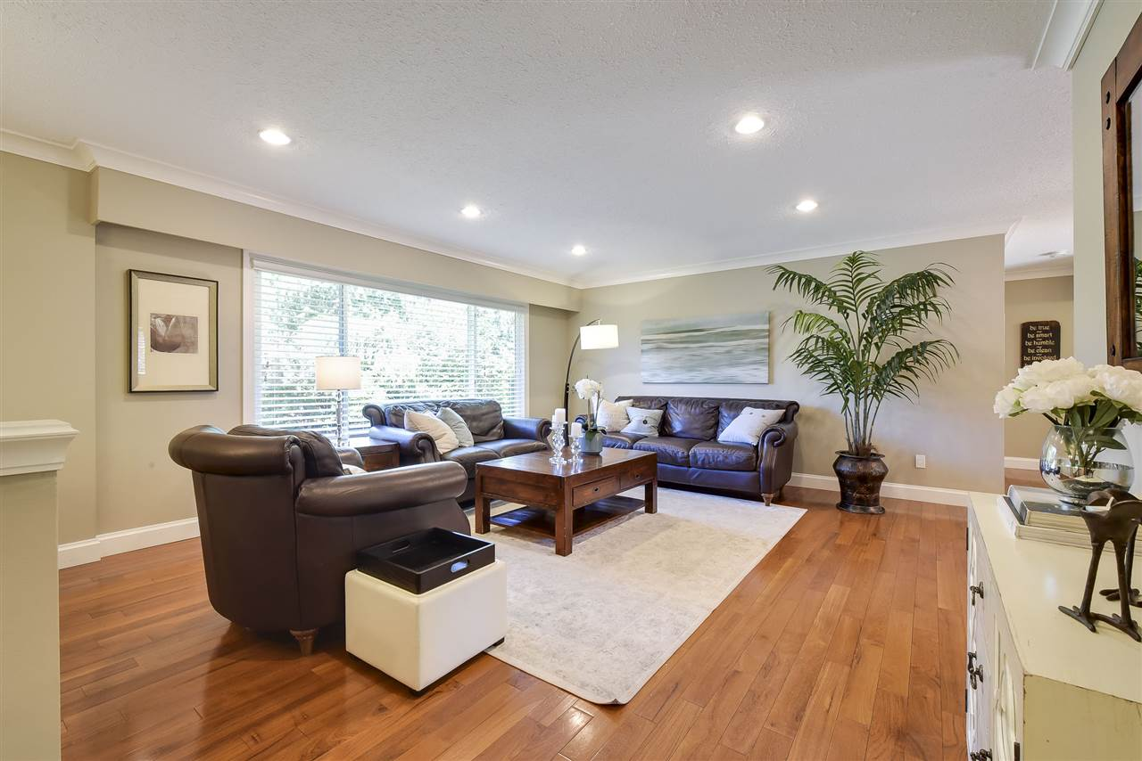 Detached at 4338 199A STREET, Langley, British Columbia. Image 3