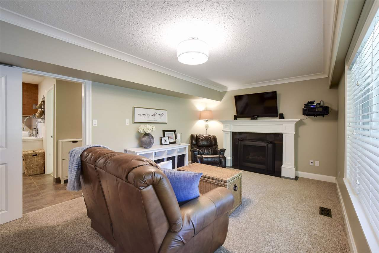 Detached at 4338 199A STREET, Langley, British Columbia. Image 13