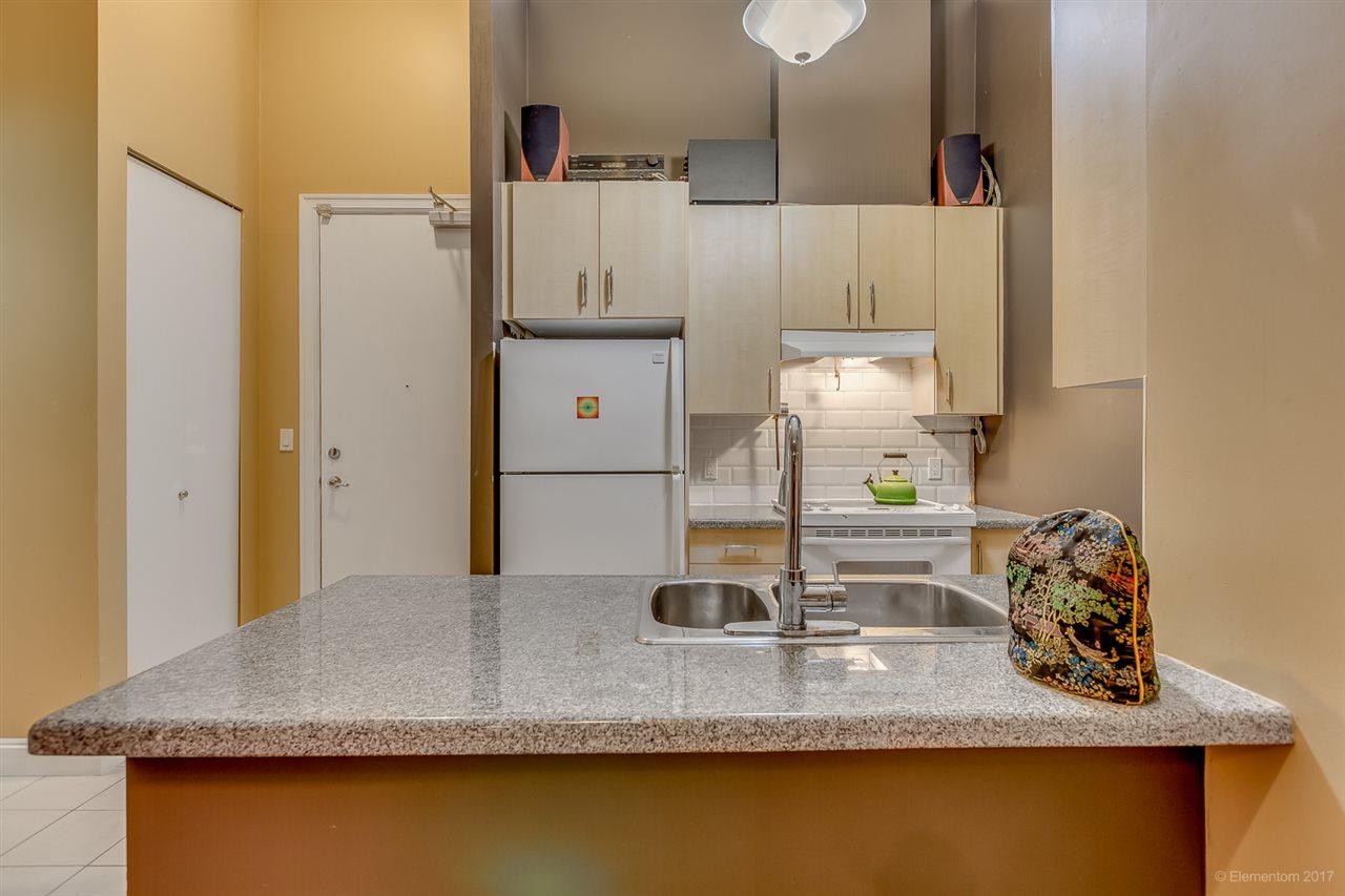 Condo Apartment at 202 7388 SANDBORNE AVENUE, Unit 202, Burnaby South, British Columbia. Image 4