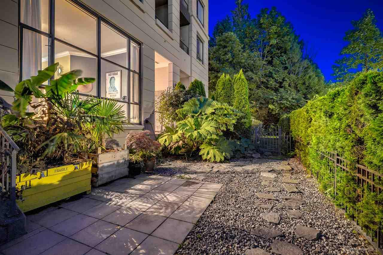 Condo Apartment at 202 7388 SANDBORNE AVENUE, Unit 202, Burnaby South, British Columbia. Image 17