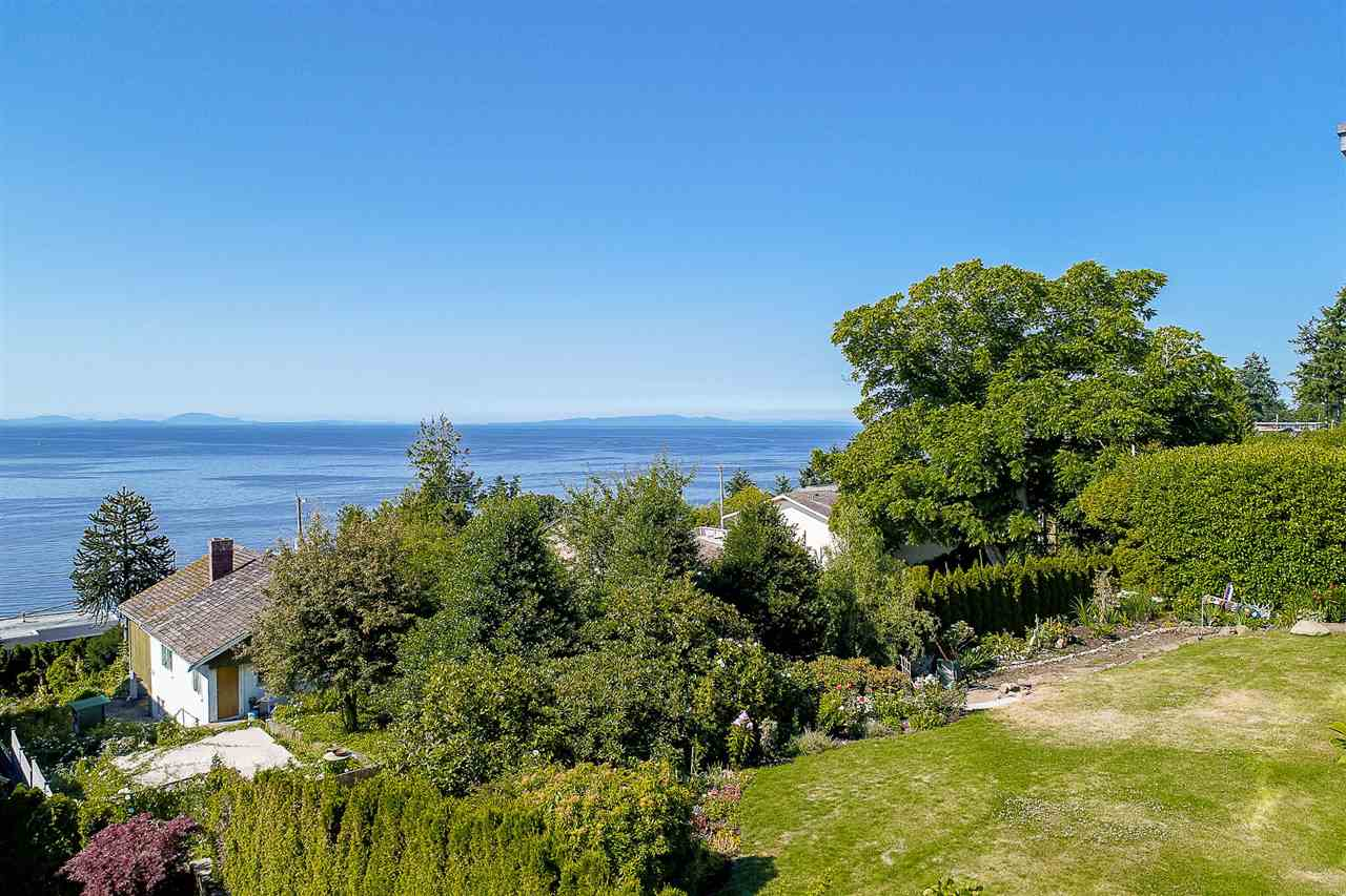 Detached at 1385 KERFOOT ROAD, South Surrey White Rock, British Columbia. Image 5