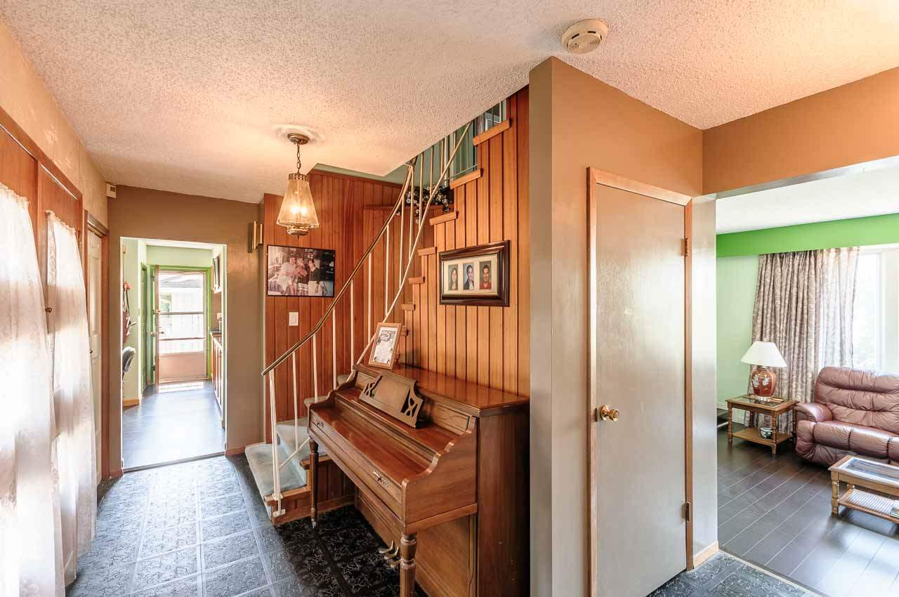 Detached at 84 MOTT CRESCENT, New Westminster, British Columbia. Image 2