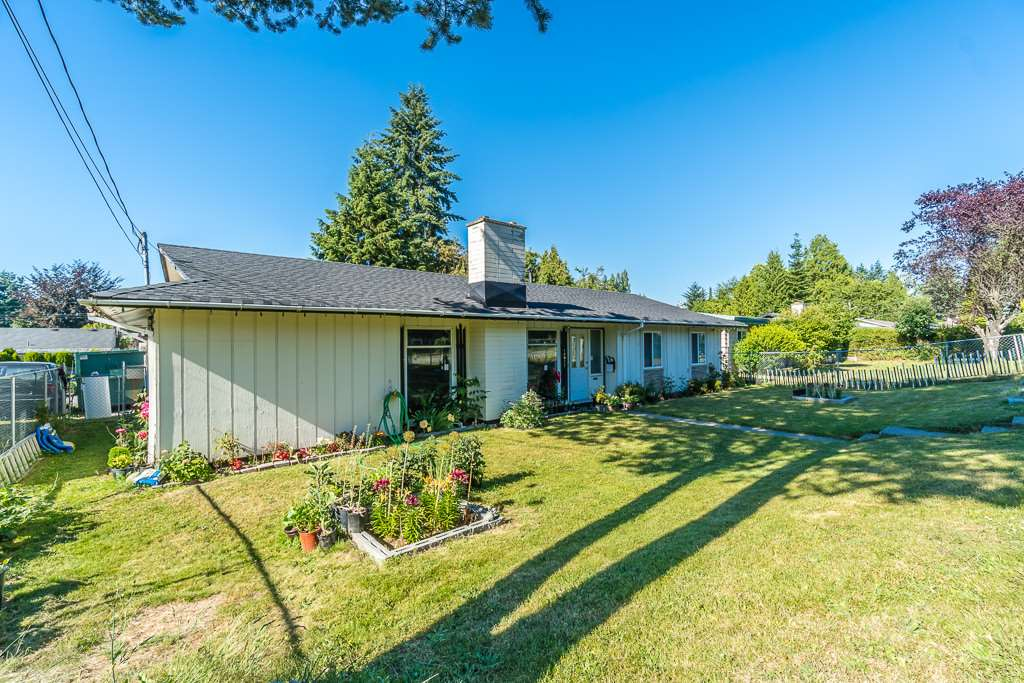 Detached at 14977 108 AVENUE, North Surrey, British Columbia. Image 2
