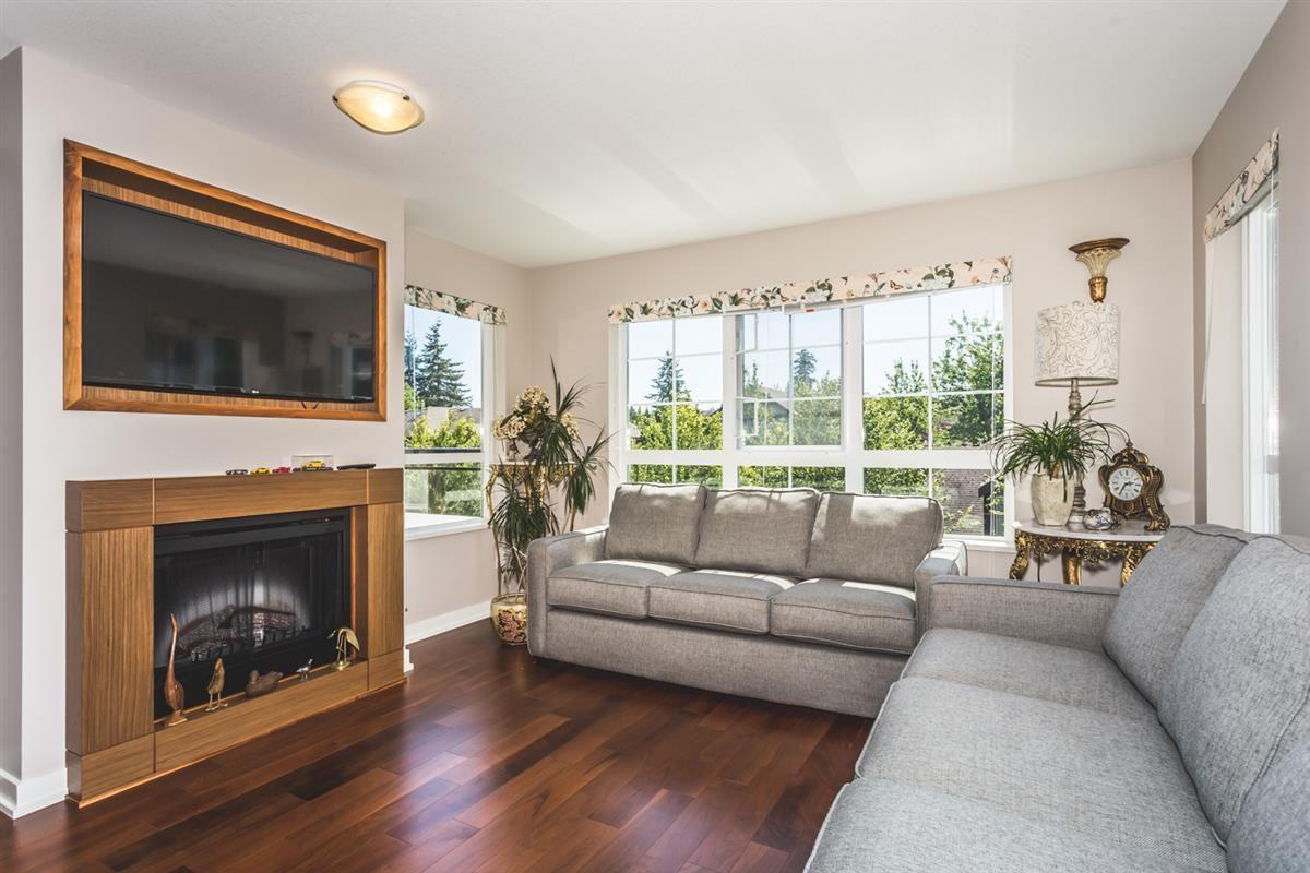 Condo Apartment at 302 2940 KING GEORGE BOULEVARD, Unit 302, South Surrey White Rock, British Columbia. Image 2
