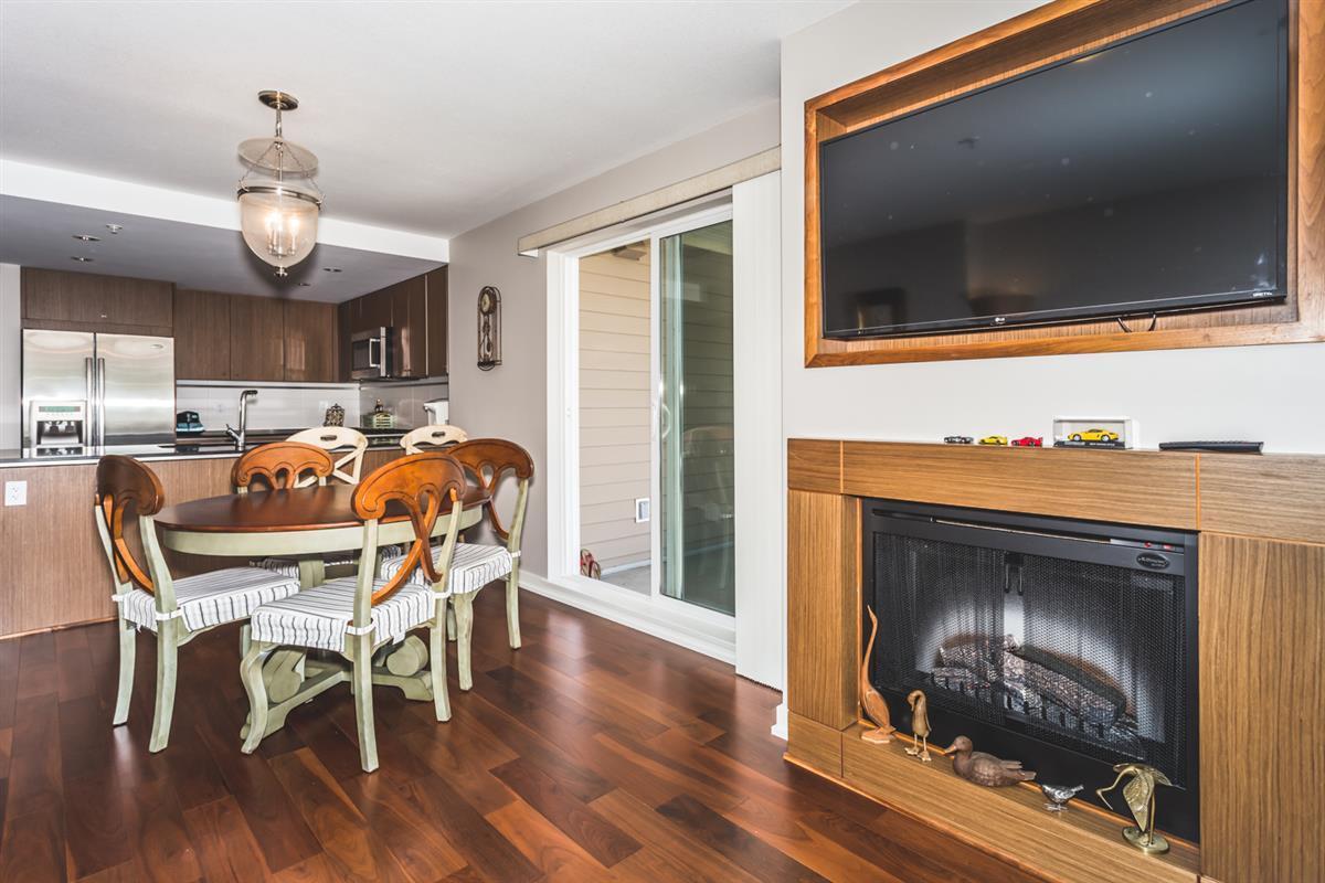 Condo Apartment at 302 2940 KING GEORGE BOULEVARD, Unit 302, South Surrey White Rock, British Columbia. Image 3