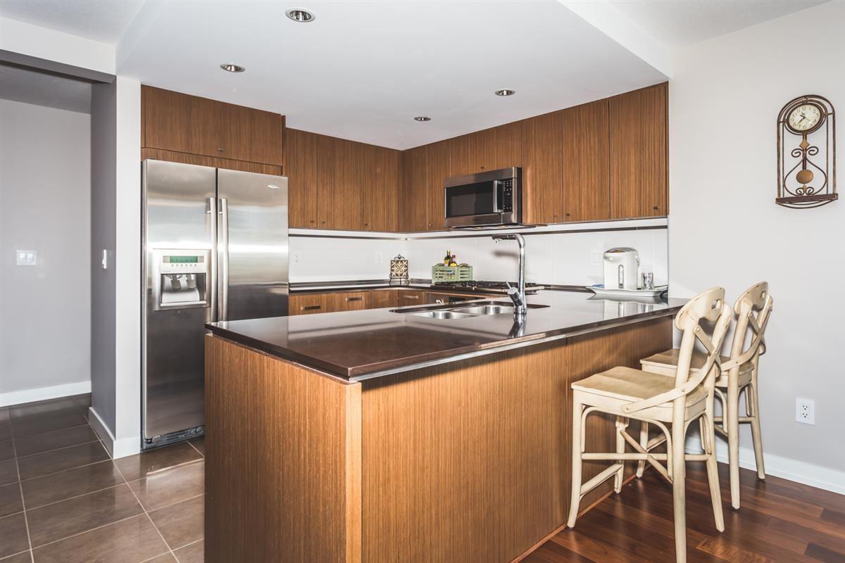 Condo Apartment at 302 2940 KING GEORGE BOULEVARD, Unit 302, South Surrey White Rock, British Columbia. Image 4