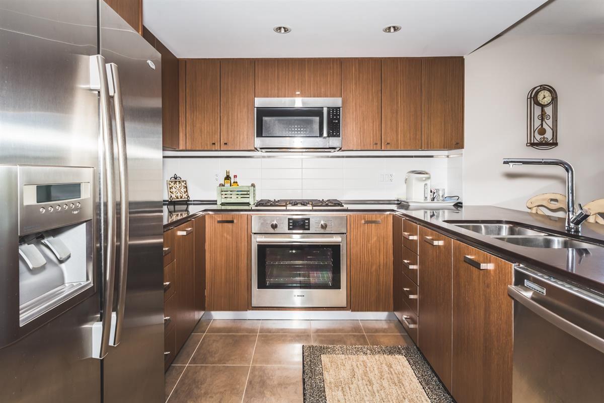 Condo Apartment at 302 2940 KING GEORGE BOULEVARD, Unit 302, South Surrey White Rock, British Columbia. Image 5
