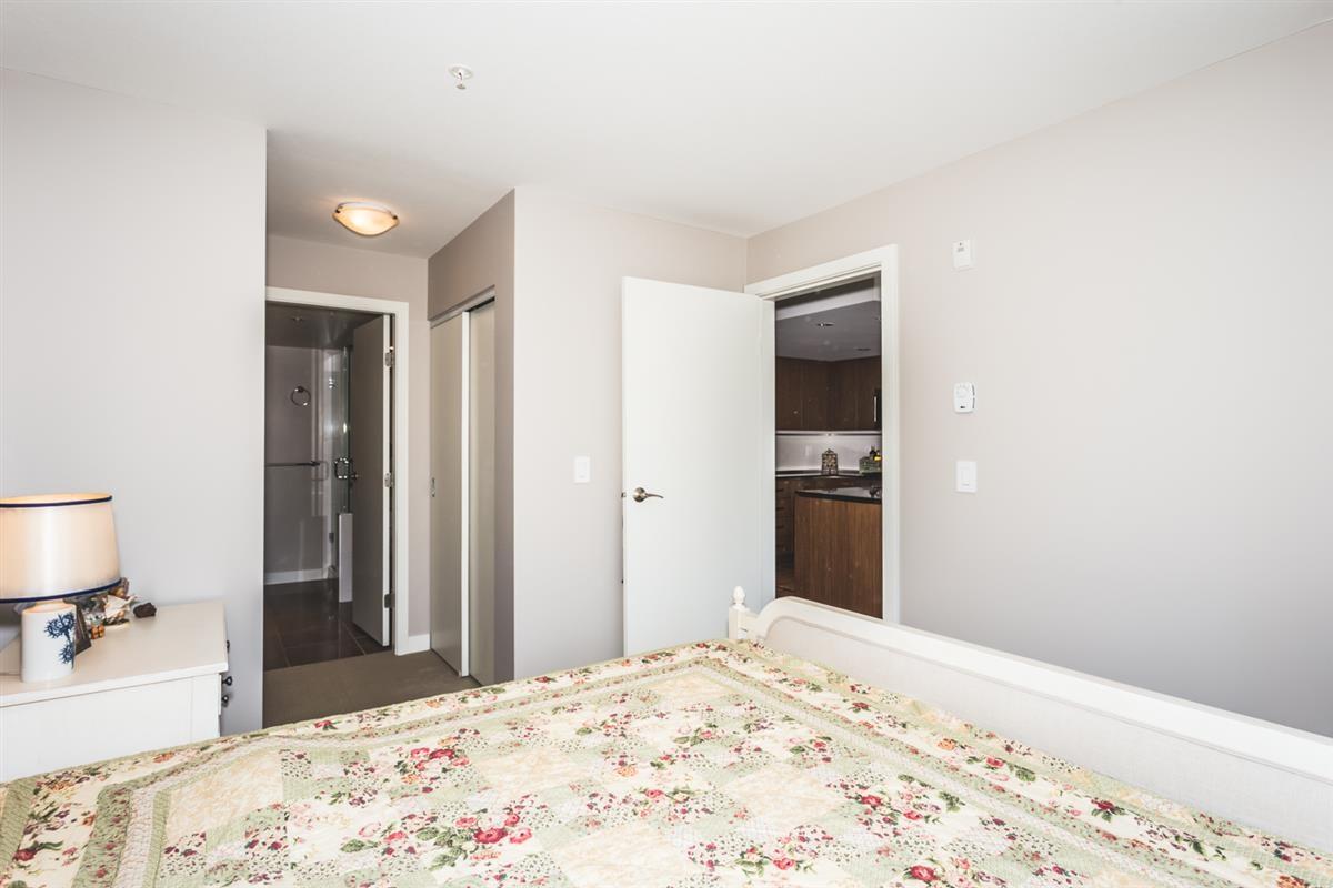 Condo Apartment at 302 2940 KING GEORGE BOULEVARD, Unit 302, South Surrey White Rock, British Columbia. Image 7