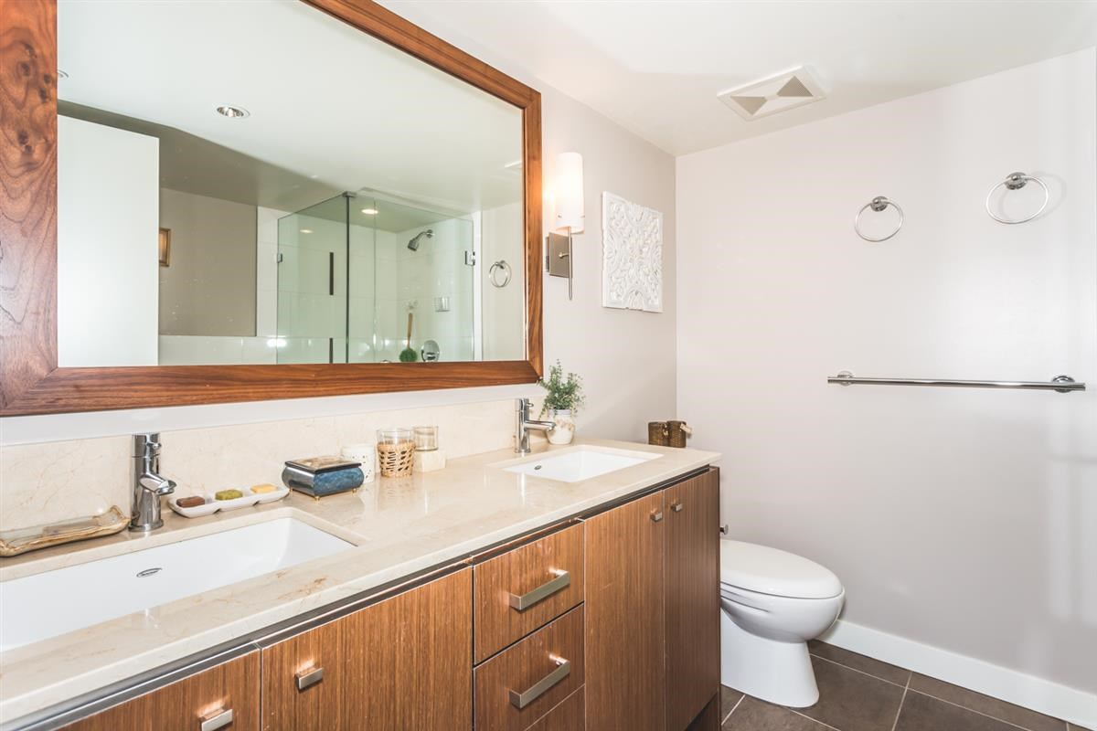 Condo Apartment at 302 2940 KING GEORGE BOULEVARD, Unit 302, South Surrey White Rock, British Columbia. Image 8