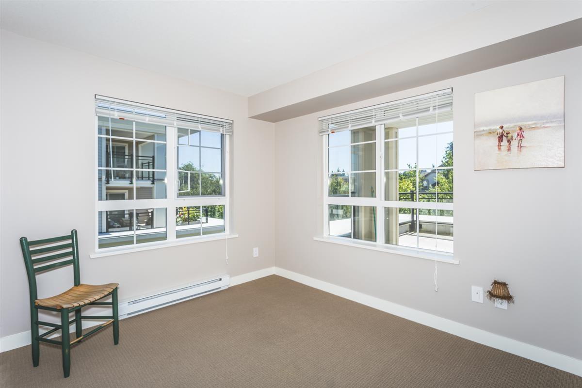 Condo Apartment at 302 2940 KING GEORGE BOULEVARD, Unit 302, South Surrey White Rock, British Columbia. Image 10