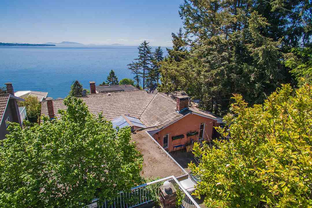 Detached at 14310 SUNSET DRIVE, South Surrey White Rock, British Columbia. Image 6