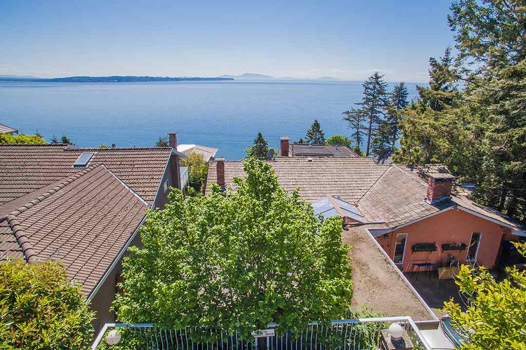 Detached at 14310 SUNSET DRIVE, South Surrey White Rock, British Columbia. Image 7