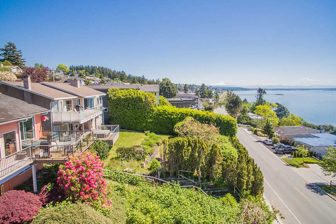 Detached at 14310 SUNSET DRIVE, South Surrey White Rock, British Columbia. Image 9