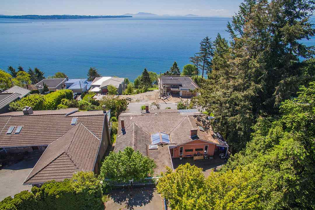 Detached at 14310 SUNSET DRIVE, South Surrey White Rock, British Columbia. Image 11