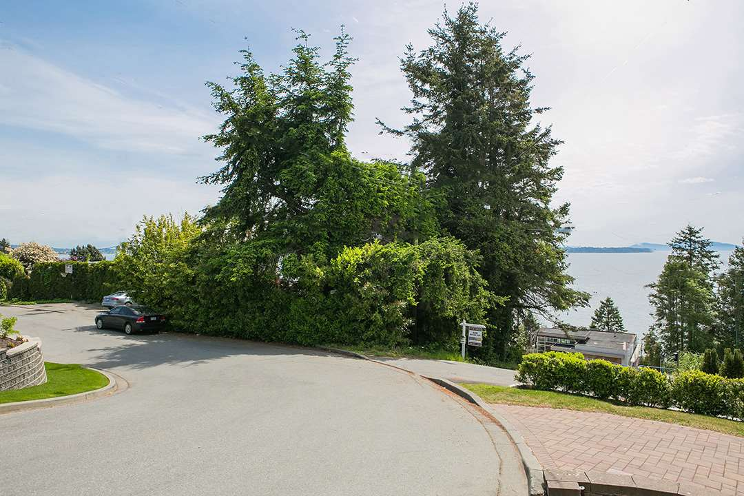 Detached at 14310 SUNSET DRIVE, South Surrey White Rock, British Columbia. Image 16