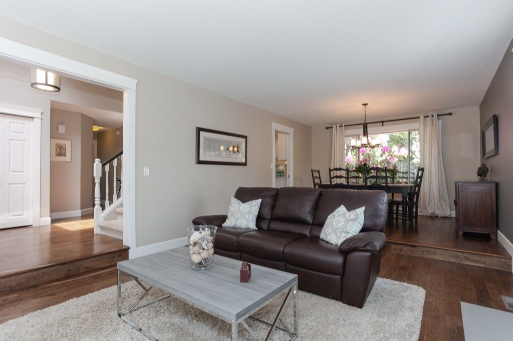 Detached at 13505 15A AVENUE, South Surrey White Rock, British Columbia. Image 4