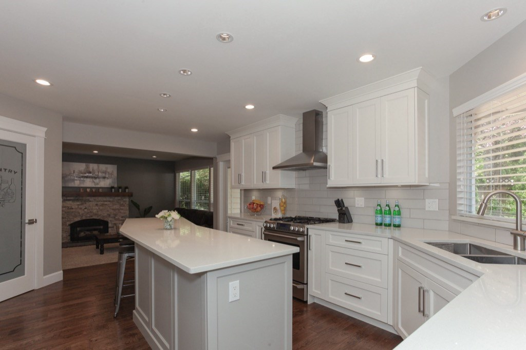 Detached at 13505 15A AVENUE, South Surrey White Rock, British Columbia. Image 7
