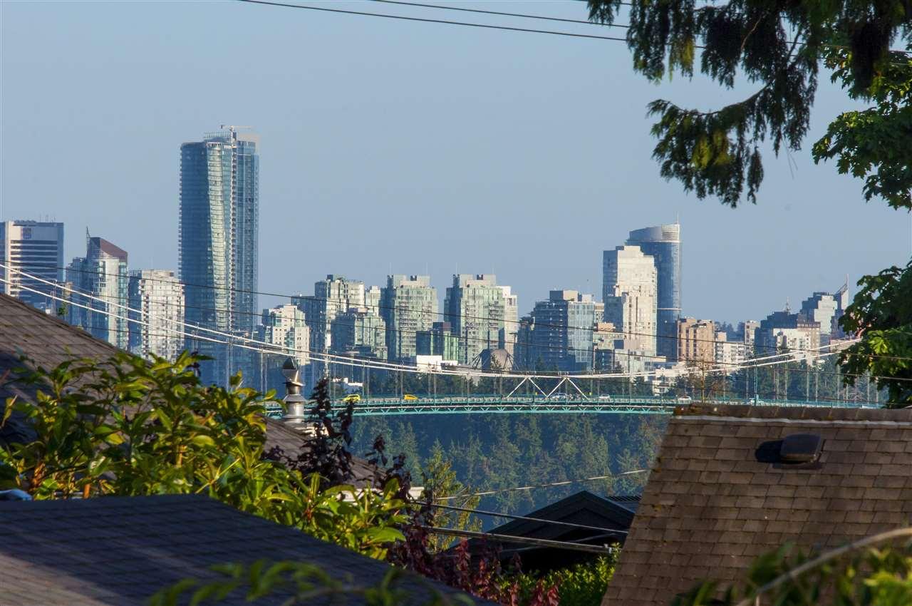 Detached at 1074 FULTON AVENUE, West Vancouver, British Columbia. Image 9